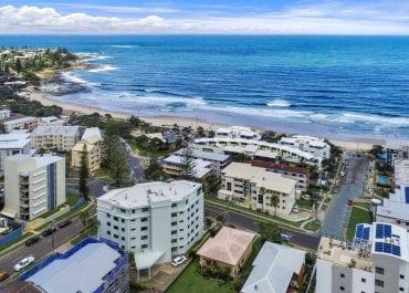 Get Holiday apartments and accommodation at Kings Beach